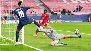 Neuer từng dùng 'chân giả' bắt bóng